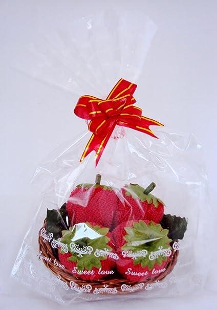 Rojo fresas toalla en una cesta frutas dulces en la cesta toalla de cara (franela