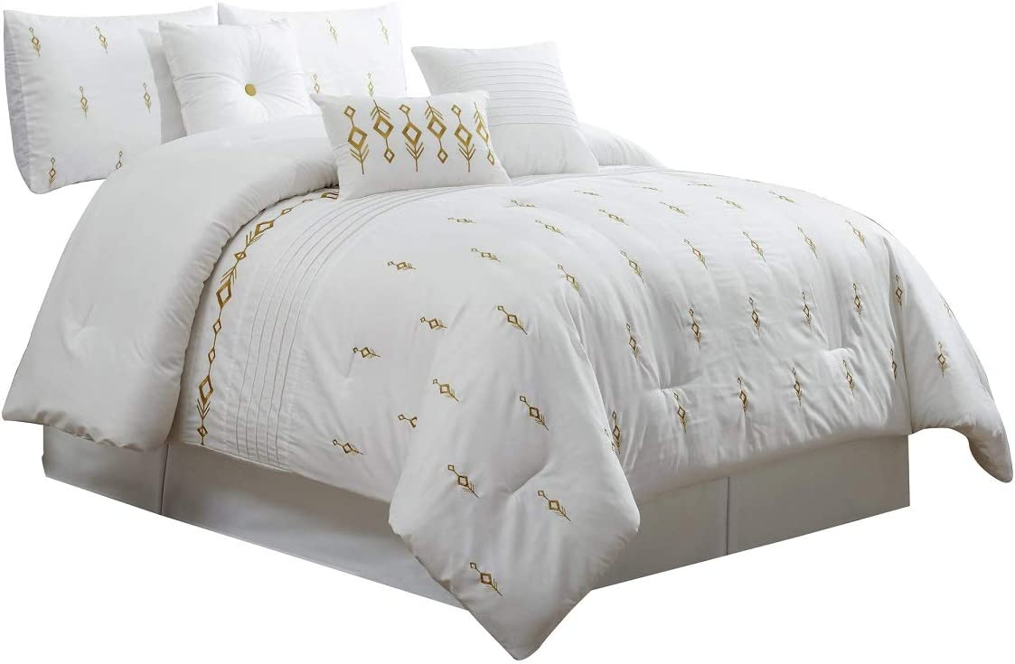 Amazon Com 7 Piece Bedding Set White Gold Embroidered Comforter