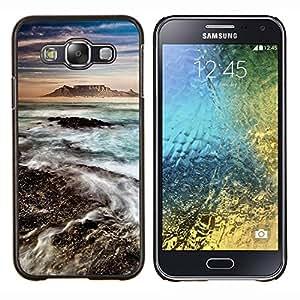 Volcán Mar Montaña Agua Azul- Metal de aluminio y de plástico duro Caja del teléfono - Negro - Samsung Galaxy E5 / SM-E500
