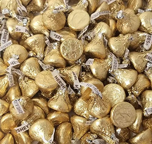 Hershey's Kisses Creamy Milk Chocolate, Limited Edition Gold Wrapping Candy Bulk, 2Lbs ()