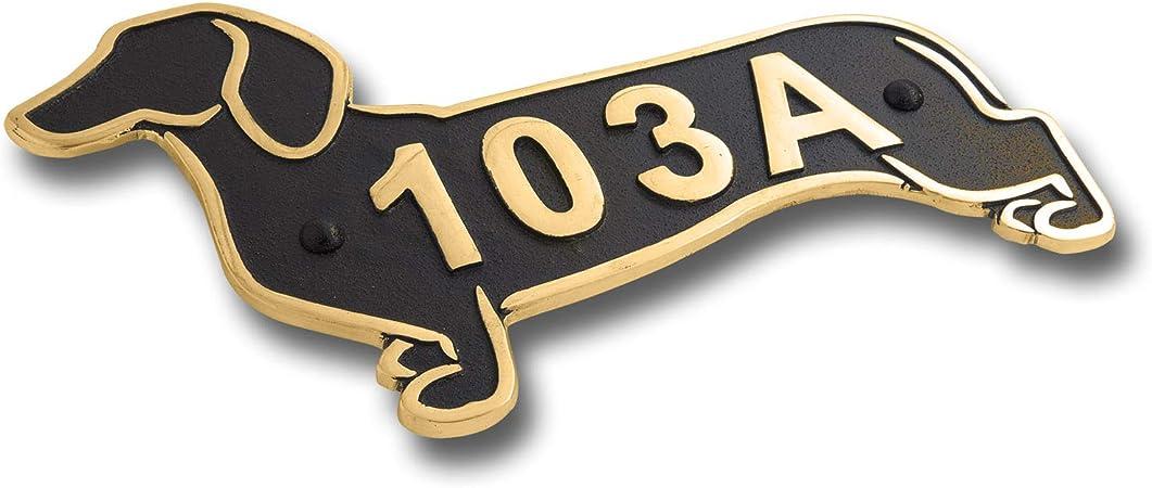 The Metal Foundry Plaque de num/éro de maison en m/étal Motif teckel Id/ée cadeau pour un propri/étaire de teckel ou de jardin Cadeau id/éal pour lui ou elle Fait /à la main en Angleterre
