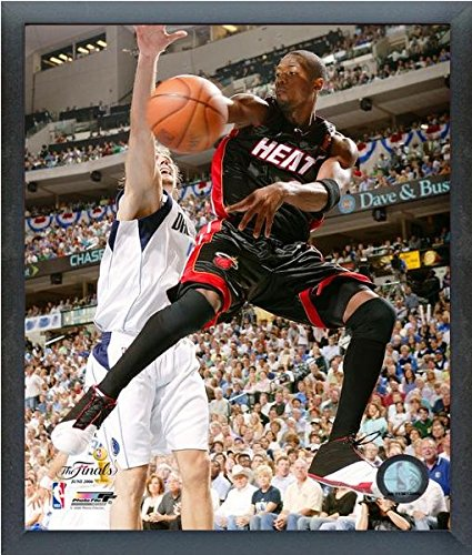NBA Dwyane Wade Miami Heat 2006 Finals Action Photo (Size: 17