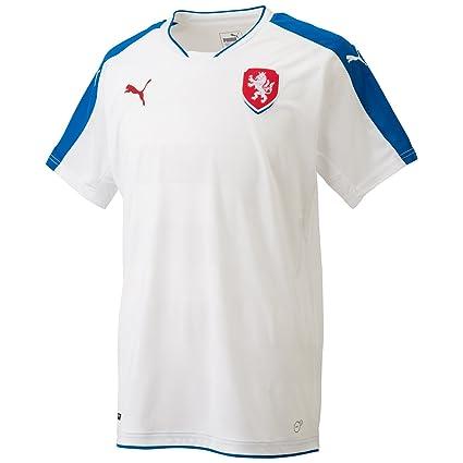 Amazon.com   PUMA 2016-2017 Czech Republic Away Football Soccer T ... 3dfeba425