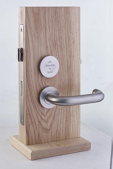 maniglia per porta del bagno con serratura integrata per disabili conforme dda realizzato