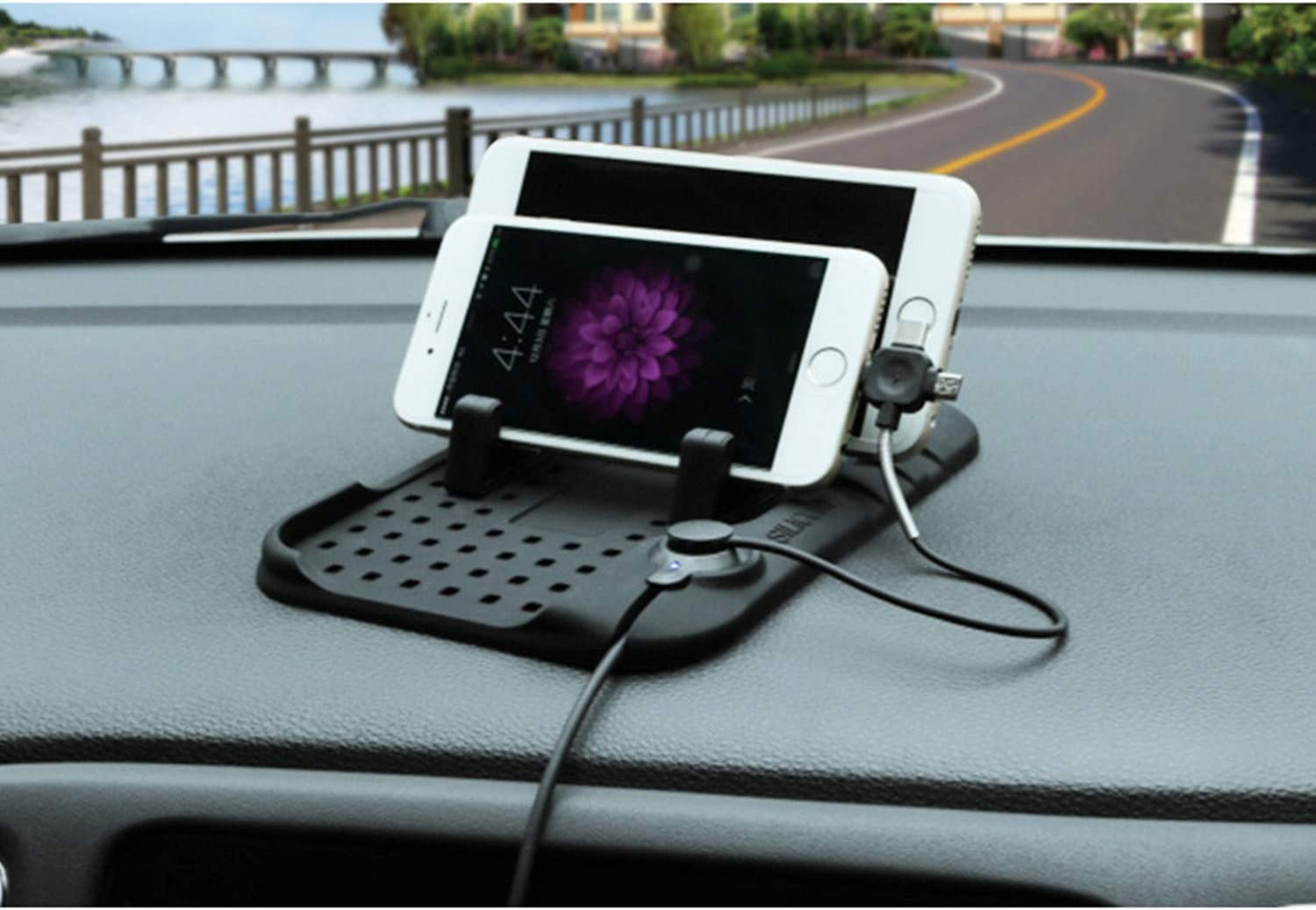 DEF Universal Type Car Magnetic Suction Charging Bracket Car Silicone Anti Slip Pad for iPhone and Android Mobile Devices