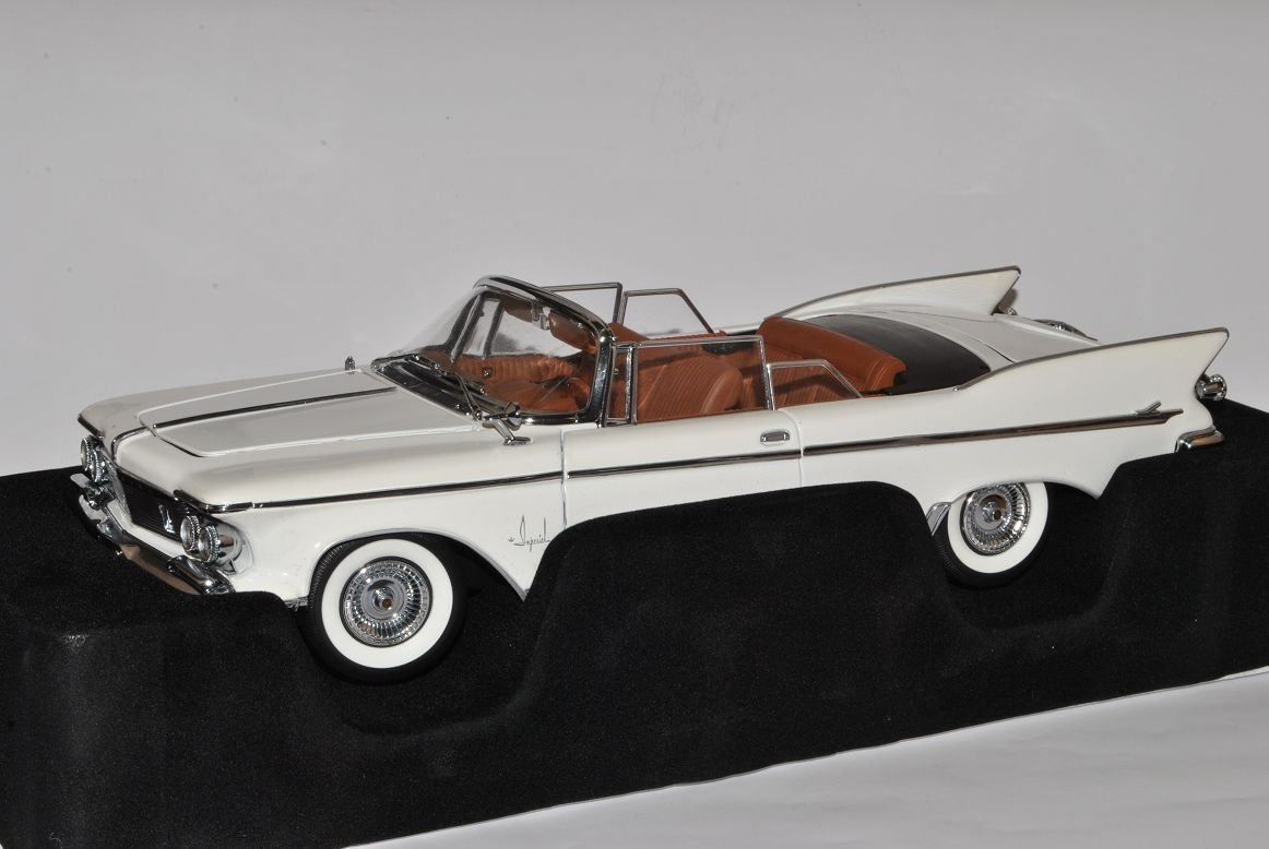 Chrysler Imperial Crown Cabrio 1961 Weiss Signature 1/18 Yatming Modell Auto
