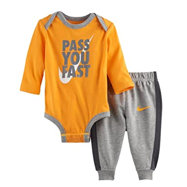 Nike Baby Boy Bodysuit & Pants 2 Piece Set (0-3 Months, Pass