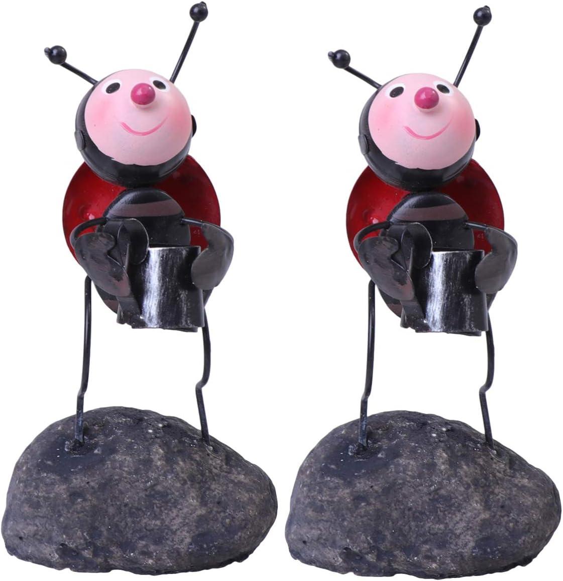 DOITOOL 2 Piezas Hormiga Estatuilla Cake Topper Hierro Forjado Insecto Mariquita Sosteniendo Hervidor Jardín Estatua Artesanía Figura Joyería Soporte para Cafetería de Oficina en Casa