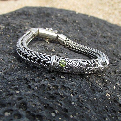 (Turtle Manta Ray Bracelet. Sterling Silver. Peridot. 7 inch. )