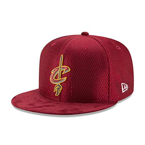 New Era Cleveland Cavaliers 9FIFTY OF NBA 2017 On-Court Snapback Cappello a6af69e0404b