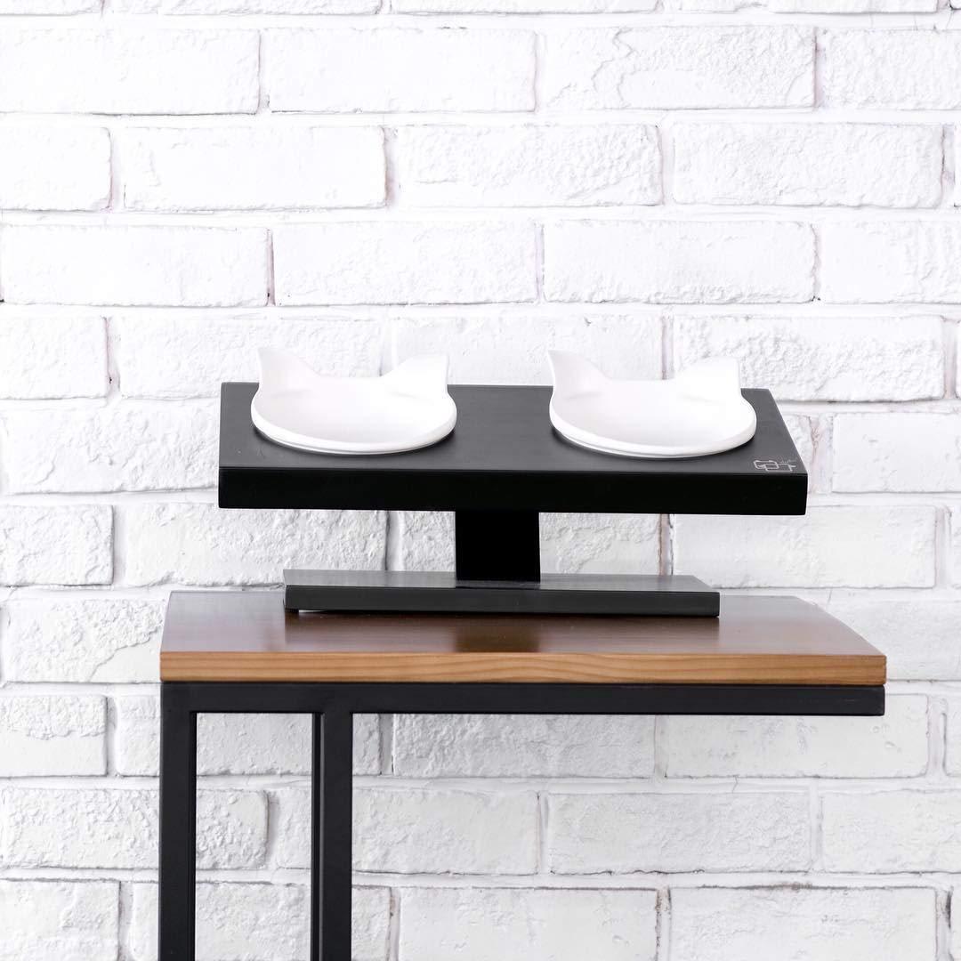 ViviPet 15° Tilted Platform Pet Feeder_ Solid Pine Stand with Ceramic Bowls for Dog and cat Under 20 lb.