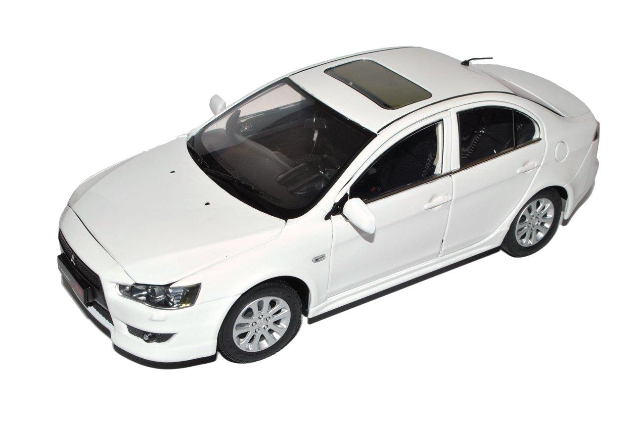 Paudi Mitsubishi Lancer CYO EX Limousine Weiss Ab 2007 1/18 Modell Auto