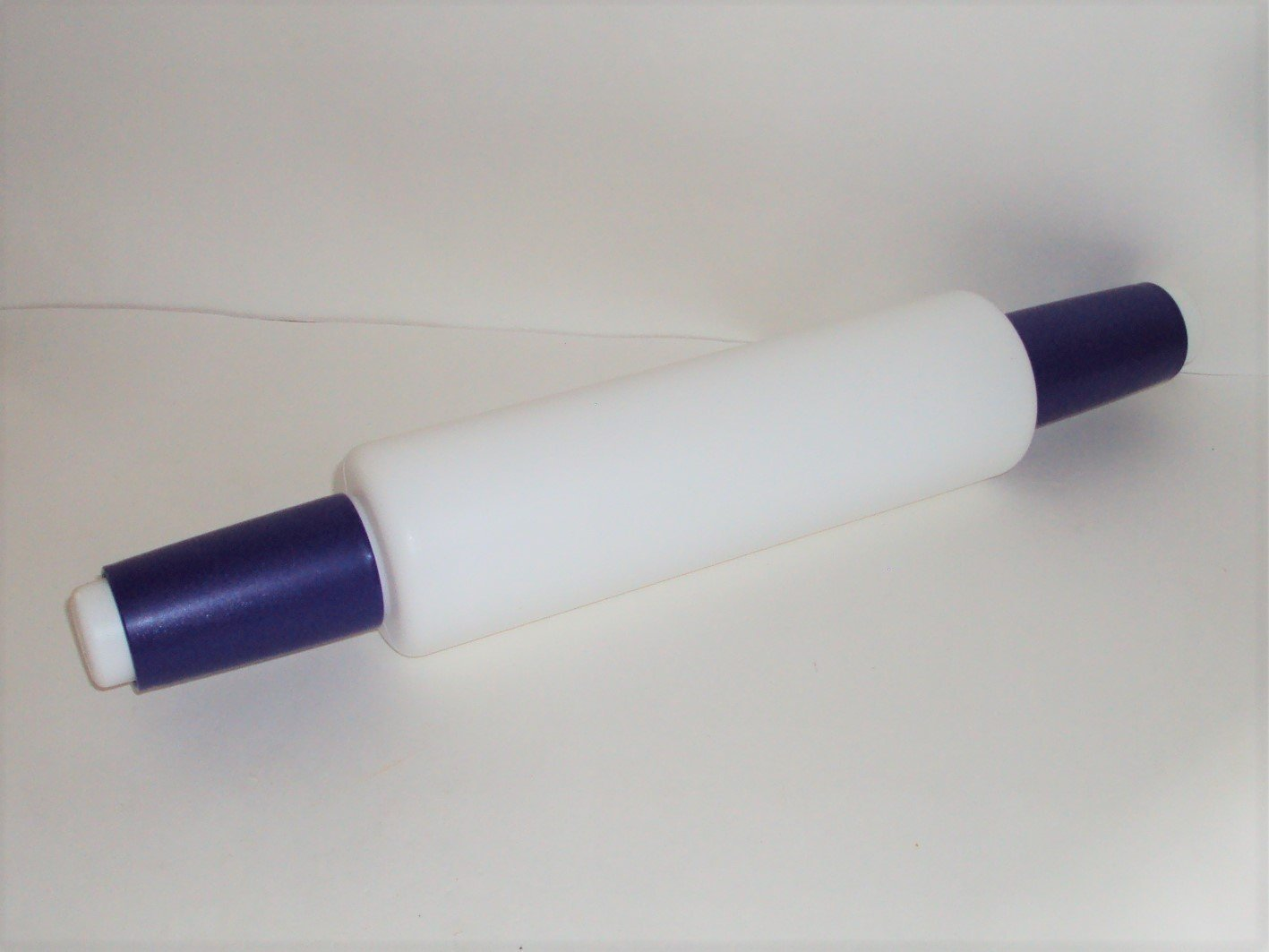 Tupperware Rolling Pin in Blue and White