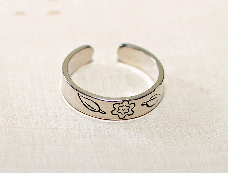 Flower toe ring in sterling silver