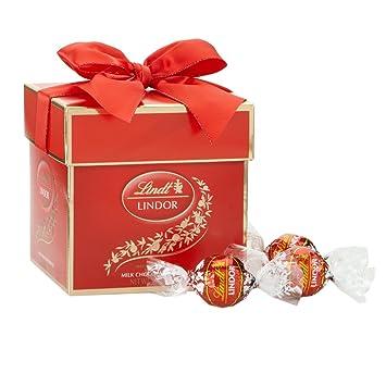 Amazon.com : Lindt LINDOR truffles Milk Chocolate Token Gift Box ...