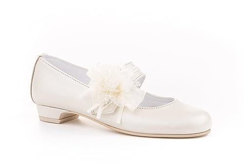 5f8e79e61 Zapatos de niña Fabricados en Piel para comunión con tacón. Calzado de niña  Hecho a Mano - MiPequeña Modelo 997v Color Beige.