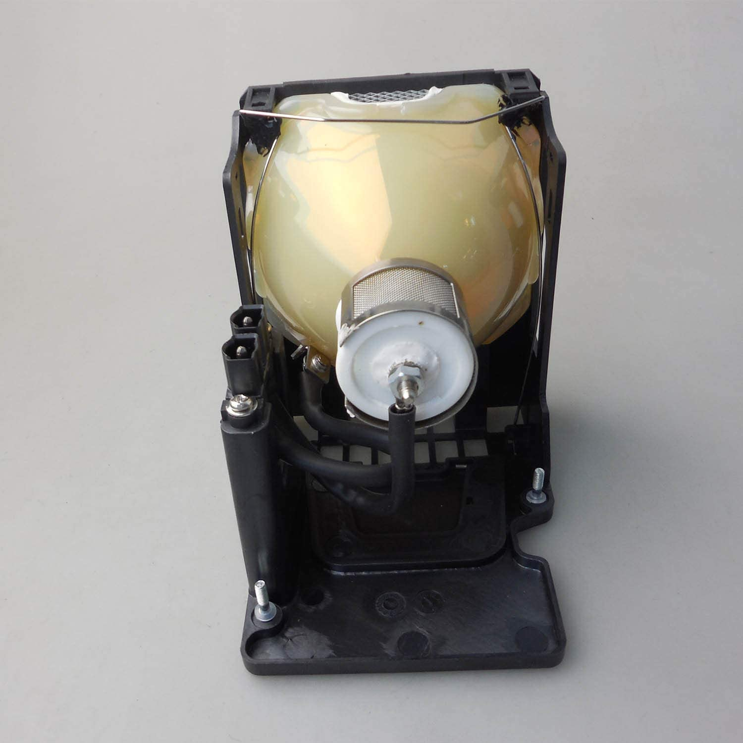 CTLAMP VLT-XL5950LP Original Projector Lamp Assembly with USHIO OEM Bulb Compatible with Mitsubishi LVP-XL5900U LVP-XL5950 LVP-XL5980 LVP-XL5980LU LVP-XL5980U XL5980 XL5980LU XL5980U XL5900 XL5900U