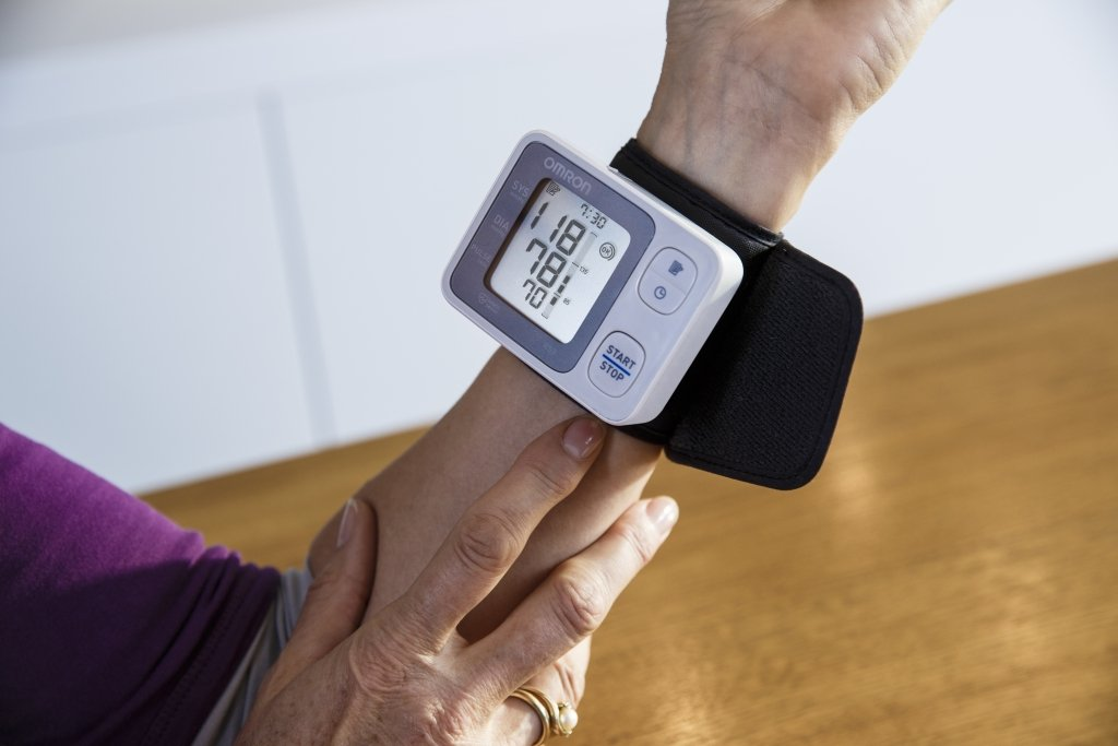 Amazon.com: Omron RS3 Wrist Blood Pressure Monitor: Health ...