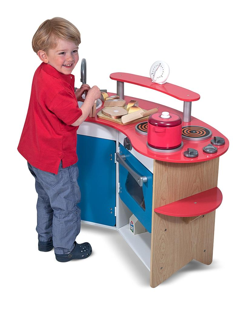 Melissa doug cook 39 s corner wooden kitchen for Child size kitchen sets