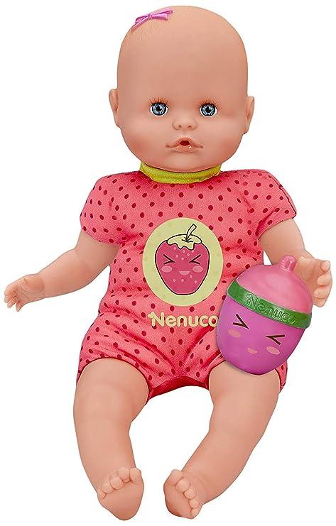 Nenuco- Muñeco Bebé con Biberón Sonajero y Pijama, Color fresa (Famosa 700014920)