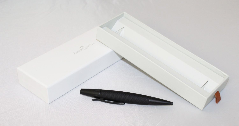 trazo M Pluma estilogr/áfica E-motion Faber Castell 148210 con cuerpo en madera de peral color marr/ón oscuro plum/ín de acero inoxidable