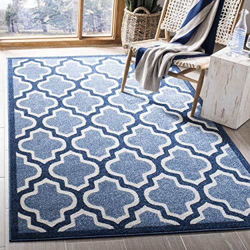 (Safavieh Amherst Collection AMT420Q Light Blue and Navy Indoor/ Outdoor Area Rug (4' x 6'))