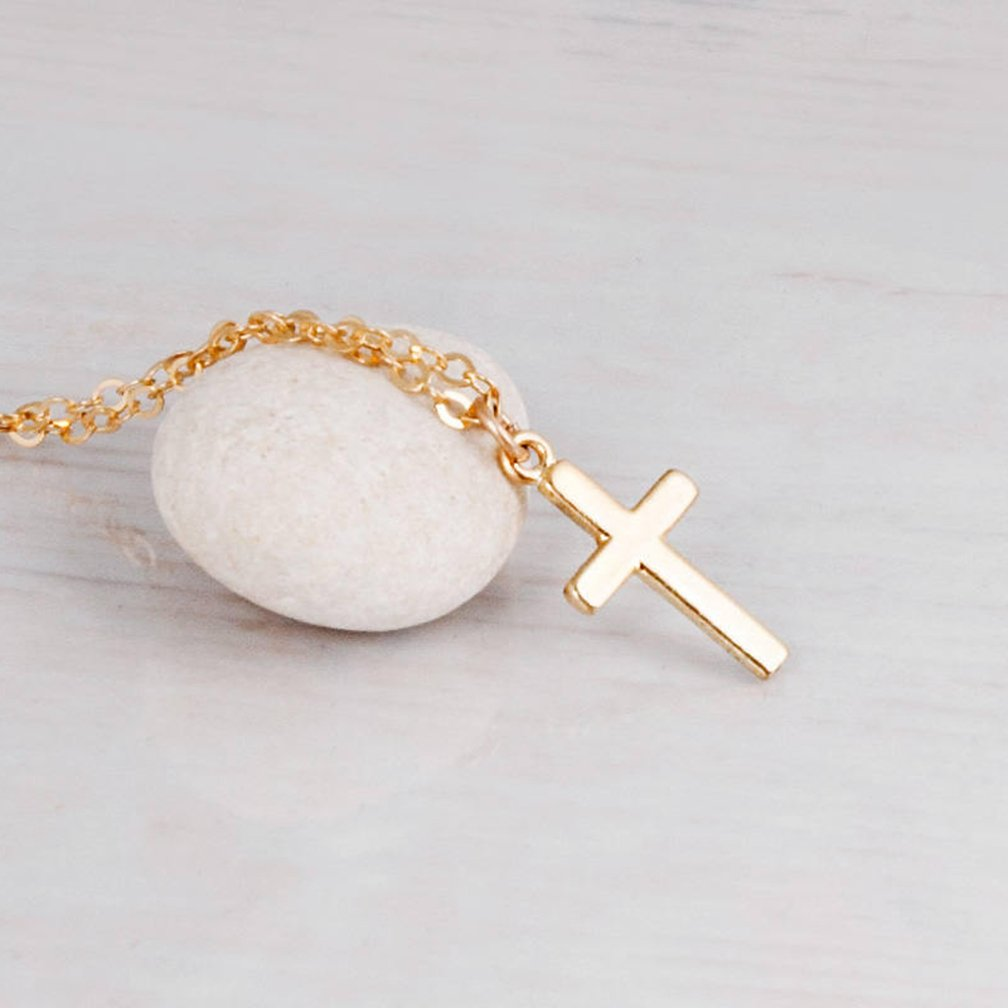 b4dbf7b9b2f1 Amazon.com  Womens Gold Cross Pendant Necklace-Dainty 14K Gold Filled  Minimalism Faith Cross Friendship Choker Necklace  Jewelry