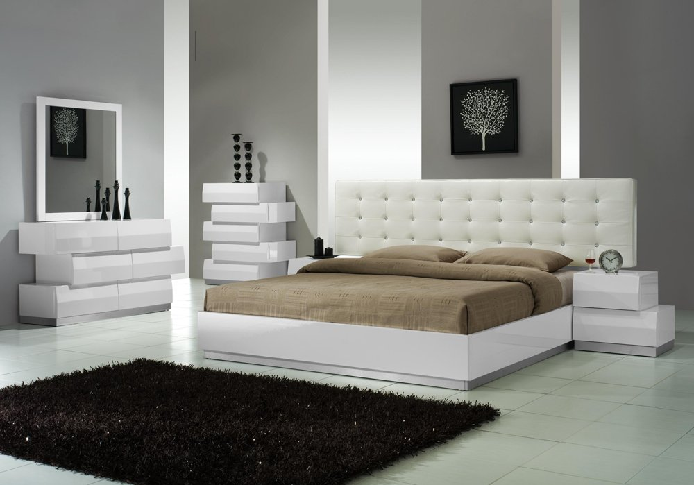 J&M Furniture Milan White Lacquer With White Leatherette Headboard Bedroom Set - King Size by J&M Furniture