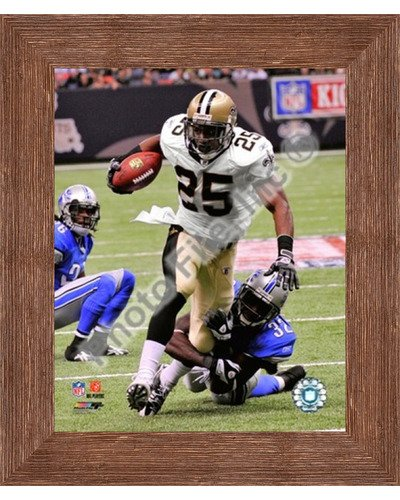 - Framed Reggie Bush 2009 with The Ball- 8x10 Inches - Art Print (Brown Barnwood Frame)