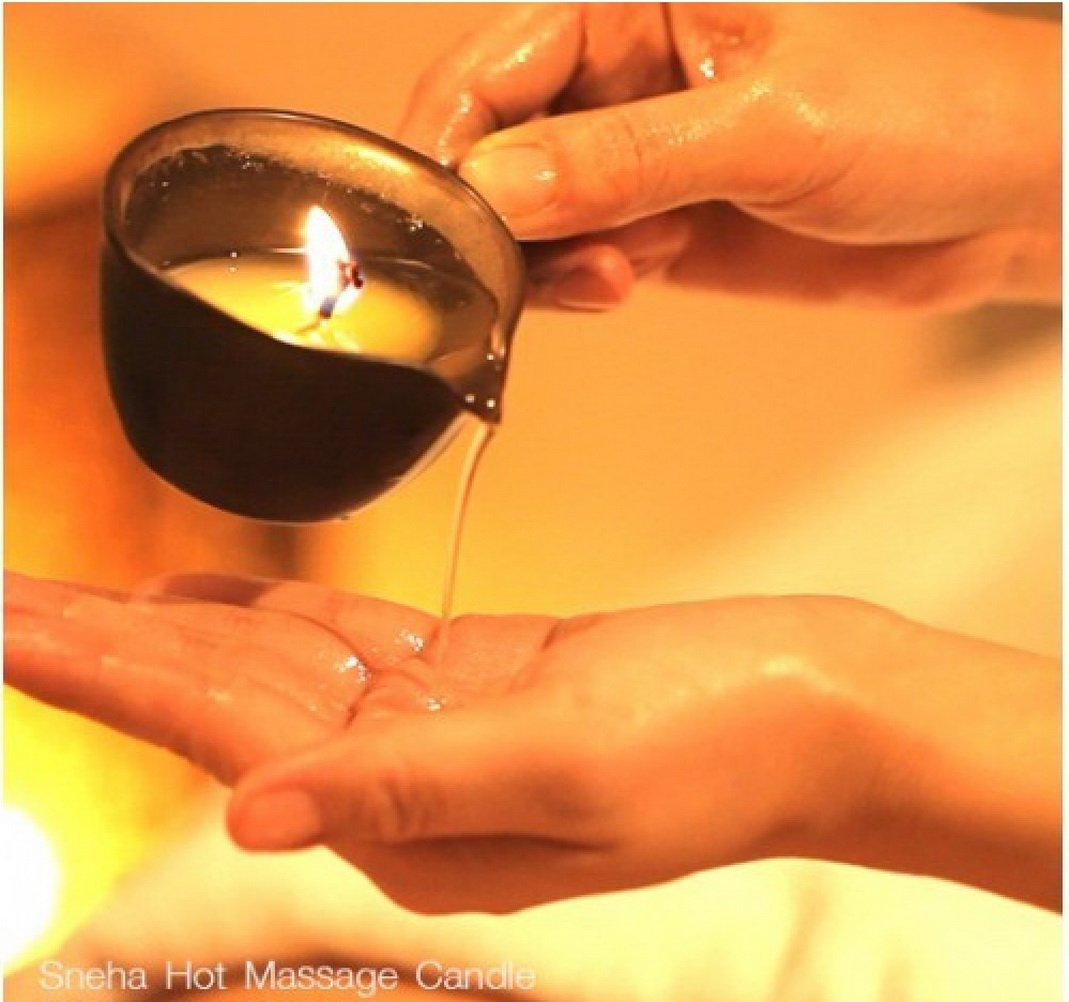 Golden Sexy Skin, Premium Natural Hot Massage Oil Candle Aromatherapy Sweet Floral Scent, 50g.