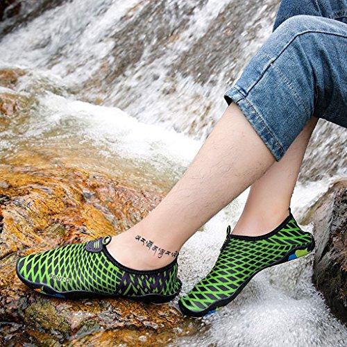 Eagsouni Femmes Hommes Plongée Chaussures D'eau Chaussettes de Sport Aquatique Chaussons de Plage Surf Yoga Séchage Rapide Idéaux pour Nager Enfants Garçons Filles Vert Foncé 7 bGekiAT
