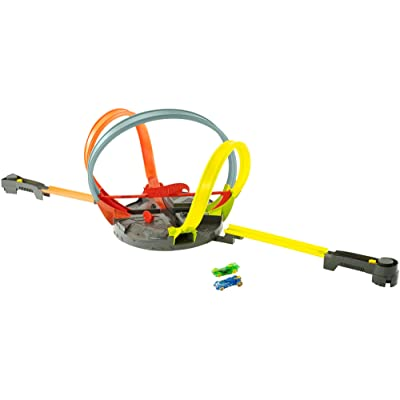 Hot Wheels Roto Revolution Track Set: Toys & Games