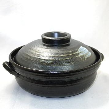 こんなに強い炭火でも、土鍋はへっちゃら。 直火料理ができるんです。