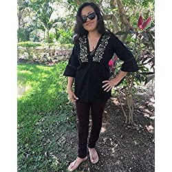 Blusa mexicana bordada color negro hecha de manta manga 3/4