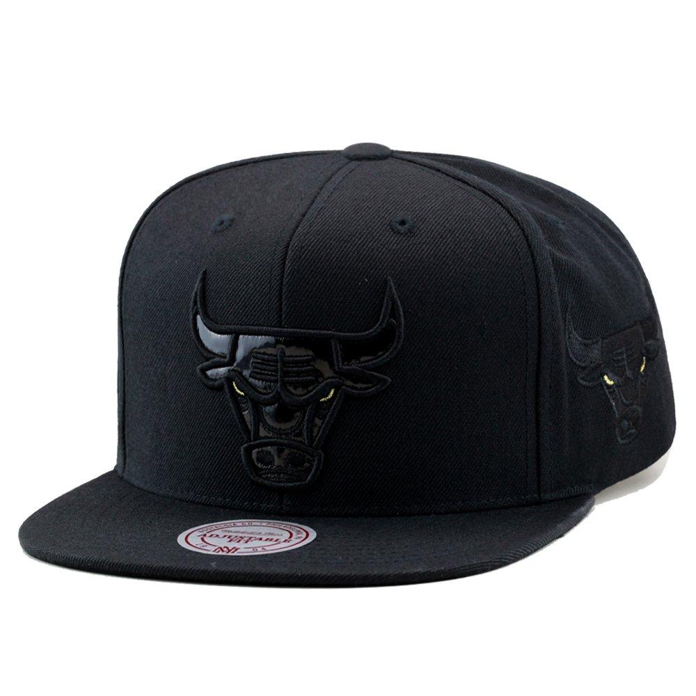 Amazon.com  Mitchell   Ness Chicago Bulls Snapback Cap Black Patent Leather Gold  Eyes  Clothing f949981bb3c