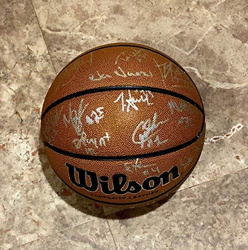 5945a042cd6 2018 VILLANOVA WILDCATS AUTOGRAPHED Team SIGNED F.S. BASKETBALL w COA  FiINAL FOUR CHAMPIONS Jalen Brunson at Amazon s Sports Collectibles Store