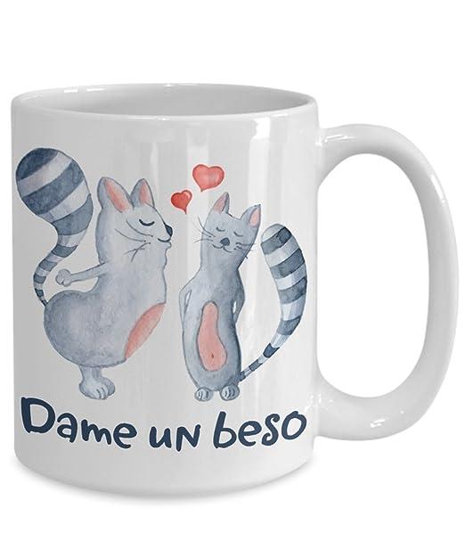 Amazon.com: Dame un beso Taza Te amo gatos Parejas corazones Spanish Language Gimme Kiss Coffee Mug I Love You Cats Couples Hearts: Kitchen & Dining