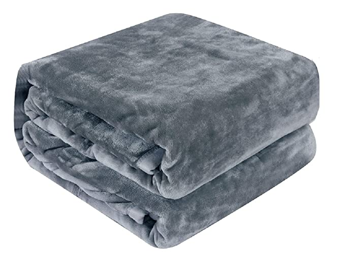 Qbedding Inc. Lightweight Anti-Static Throw Blanket - Soft and Versatile