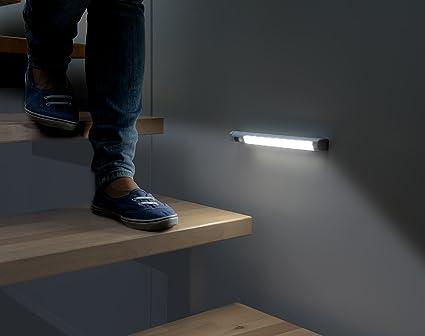 lunartec lampada a led per armadi o da muro con sensore pir di ... - Cabina Armadio Luce Calda O Fredda