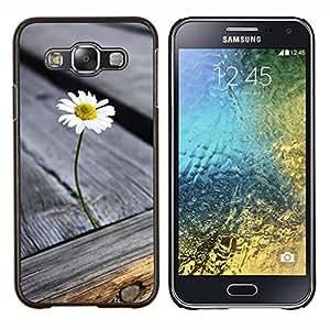 KLONGSHOP // Cubierta de piel con cierre a presión Shell trasero duro de goma Protección Caso - Grano de madera de la textura gris verano - Samsung Galaxy E5 E500 //