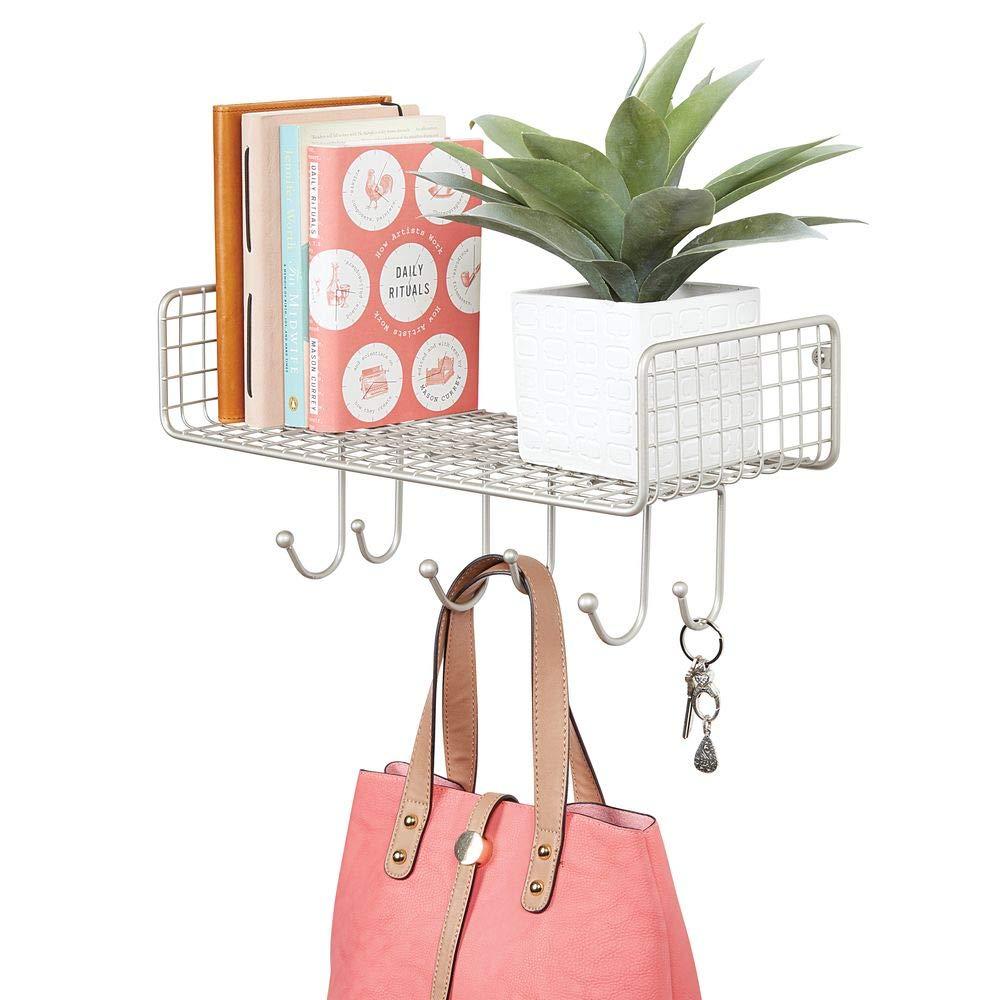 mDesign Organizador de cartas con cesta para el pasillo o la cocina – Cuelga llaves compacto con guarda cartas y 6 ganchos – Colgador de pared con ...