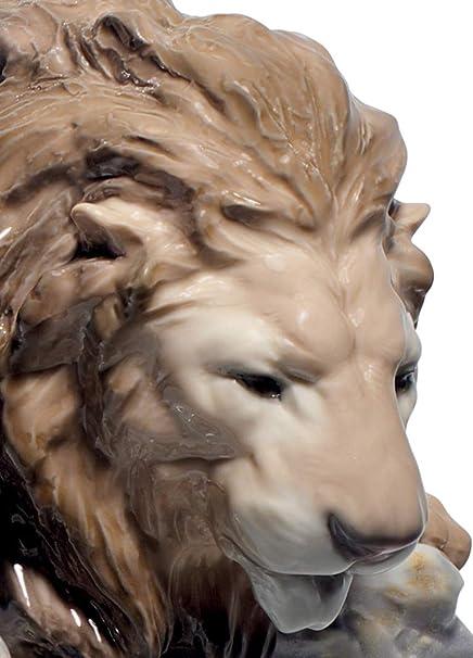 Amazon Com Lladró Lion Pouncing Figurine Porcelain Lion Figure Home Kitchen
