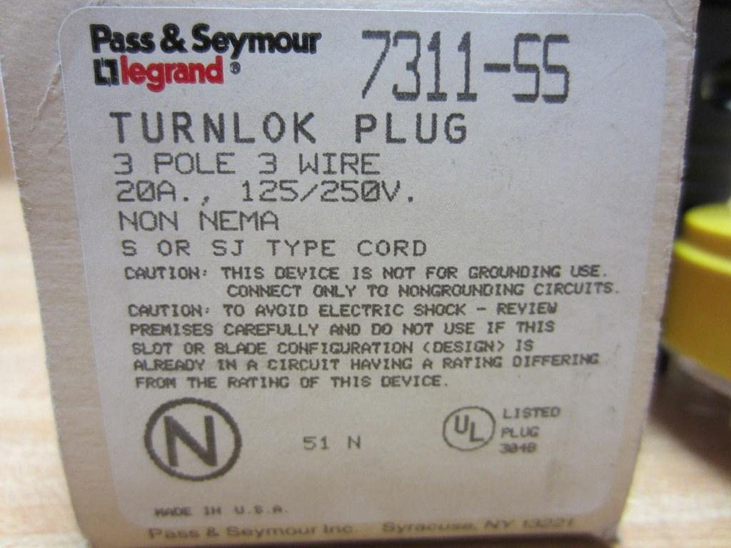 Locking Connector Non-Grounding NEW Pass /& Seymour Legrand 7311-SS Turnlock