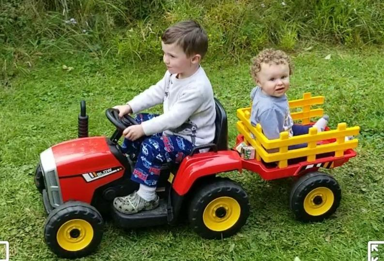 12V Electric Kids Ride-On Tractor with Trailer, Red photo review