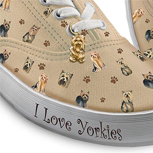 Kies Uw Hondenras Vrouwen Sneakers: Speelse Pups Door De Uitwisseling Van Bradford Yorkie