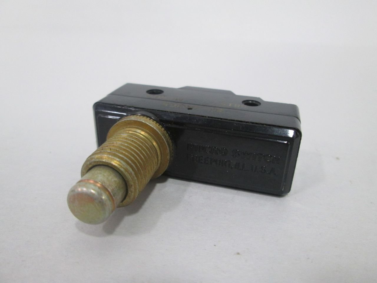 Honeywell Micro Switch BZ-2RW82     Ships on the Same Day of the Purchase