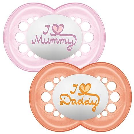 MAM - Conjunto de 2 chupetes escrito: Te amo mamá/papá, con esterilizable estuche de viaje, 6 meses, rojo (rojo/rosa)