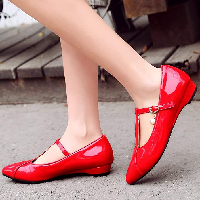 14a9a4fc57e850 Coolulu Damen Lack Riemchen Pumps Flach Spitz T-Spangenpumps 2cm Absatz  Frühling Sommer Schuhe  Amazon.de  Schuhe   Handtaschen
