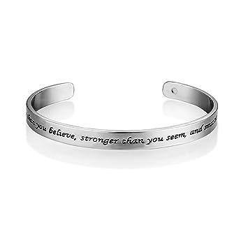 7a3dd32926ea Pulsera Mainbead con inscripción en inglés que dice You Are Braver ...