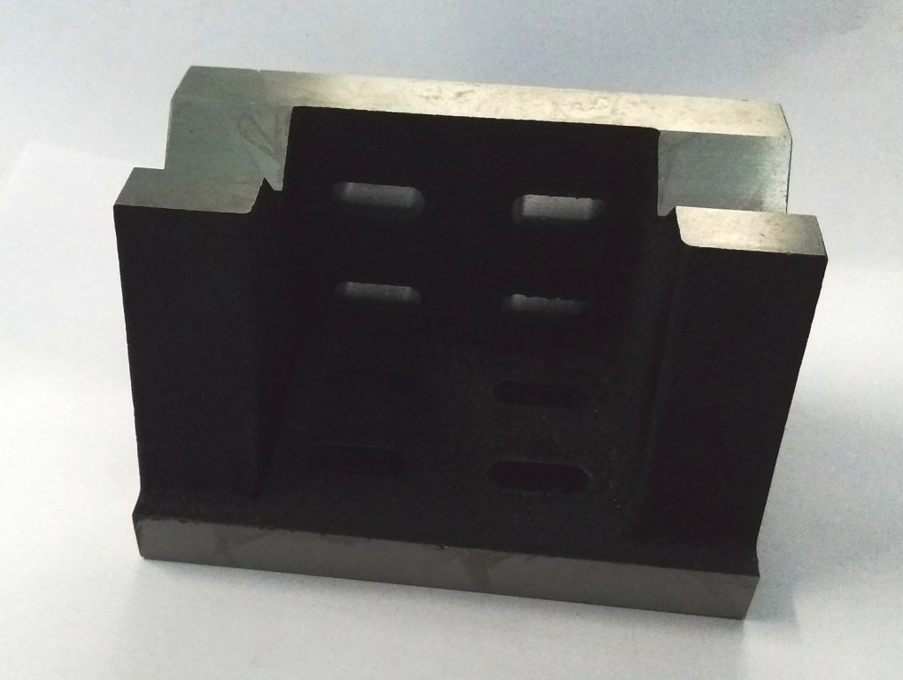 QUALITY PRECISION GRADED CASTE IRON VEE ANGLE PLATES-STRESS RELIEVED - WORK-HOLDING CLAMPING MILLING ENGINEERING MACHINE TOOLS-HEAVY DUTY (4'' x 4'' x 6'' (100 x 100 x 150 mm) -Slotted)